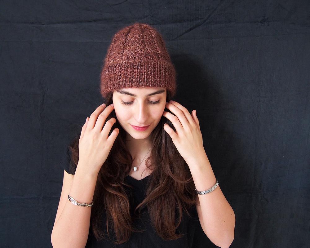 Mütze Mahé in kidsilk chestnut und bfl pearl pine bark