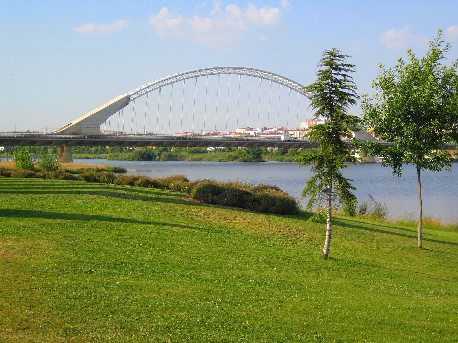 El río Guadiana a su paso por Mérida.