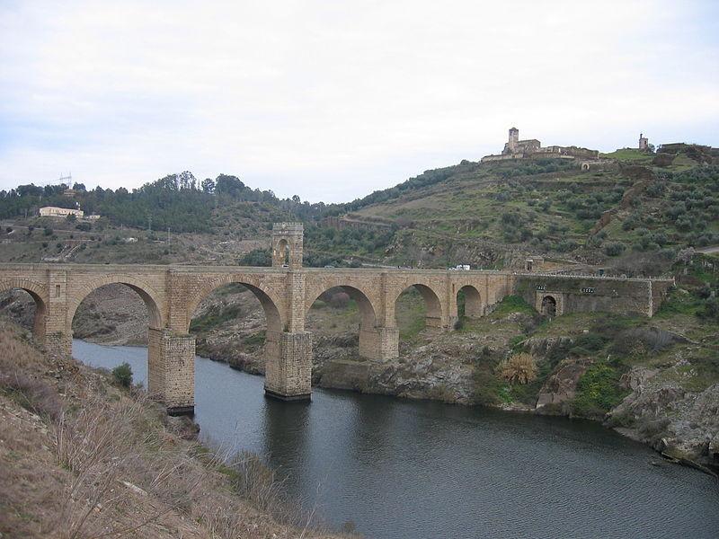 El Tajo por el puente romano de Alcántara.