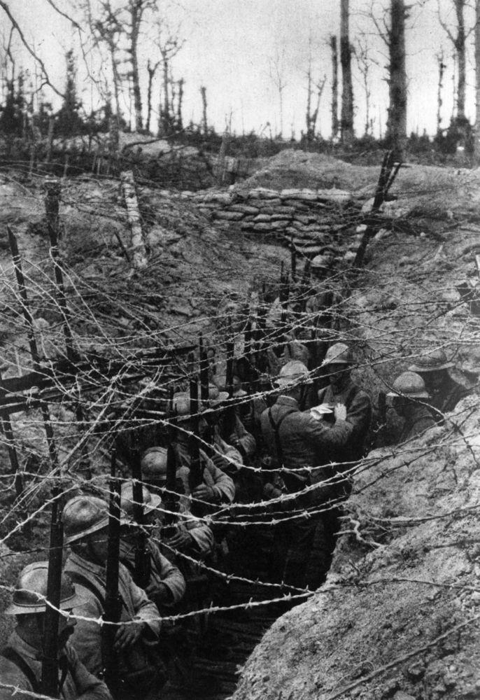 Guerra de posiciones: a las trincheras.Linea Maginot.
