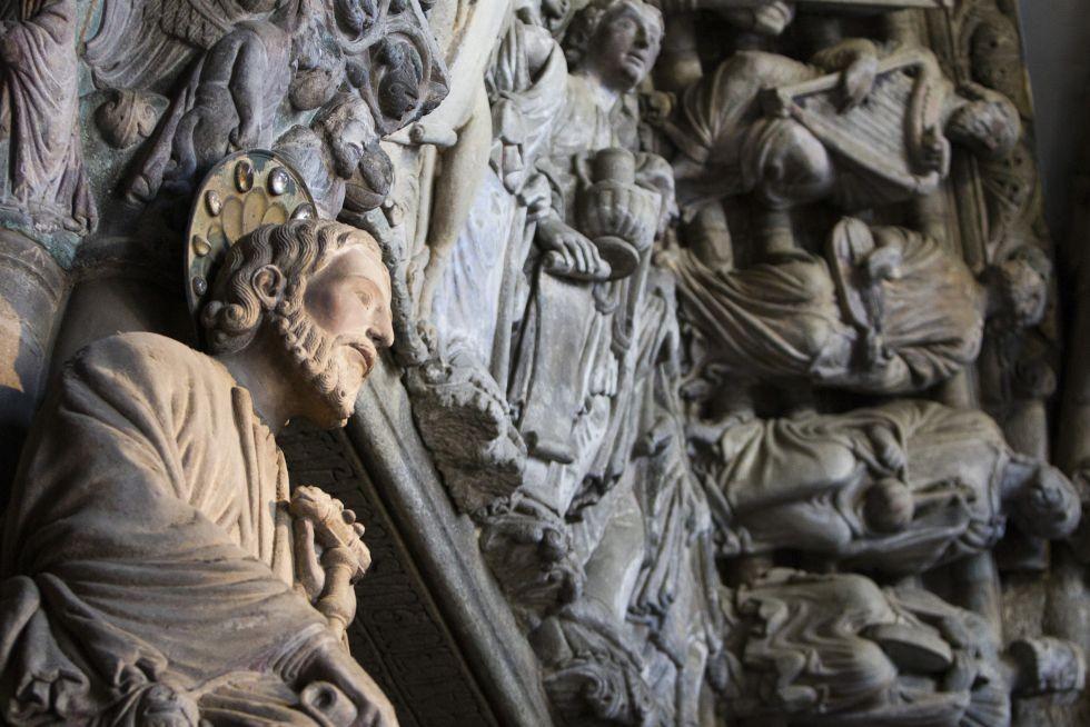 El apóstol Santiago en el Pórtico de la Gloria de la catedral compostelana.