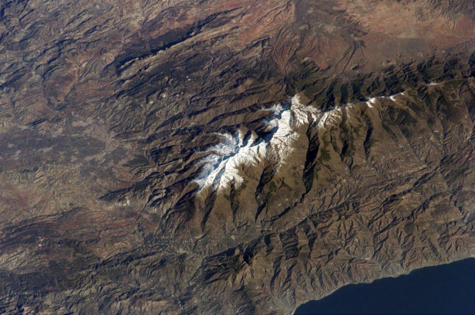 Sierra Nevada al borde de la placa euroasiática...