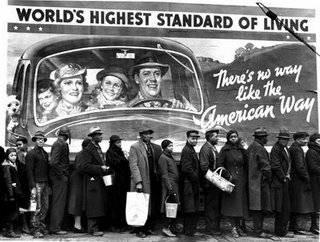 """""""The American way of life"""", paradoja de los años 20 e invitación al crédito en la cola de un comedor social en la crisis de los 30."""