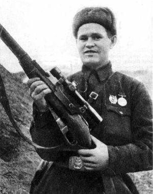 Vassili Zaitsev, héroe de la defensa de Stalingrado, francotirador consagrado por la propaganda soviética.