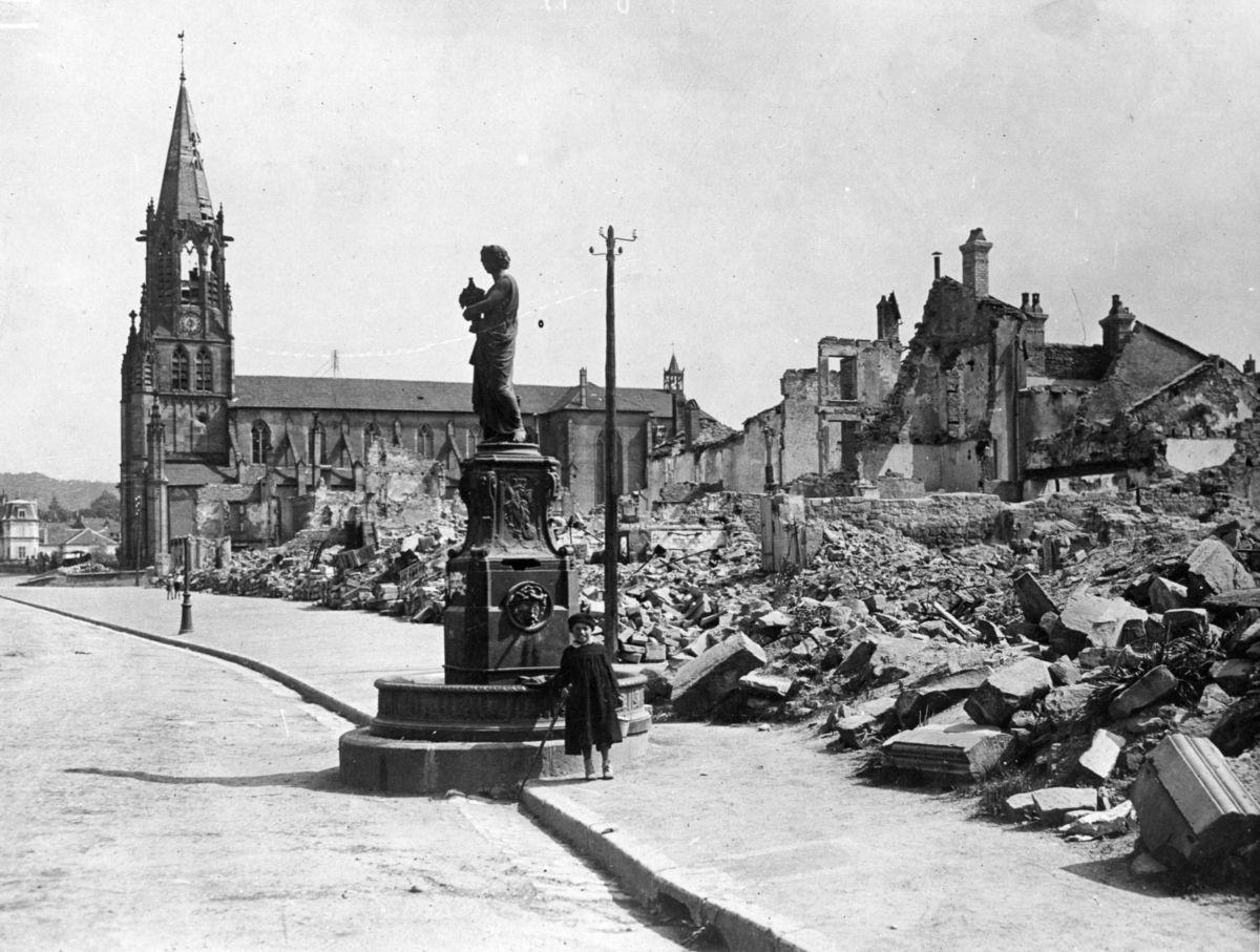 Ciudad francesa destruida (Lorena).