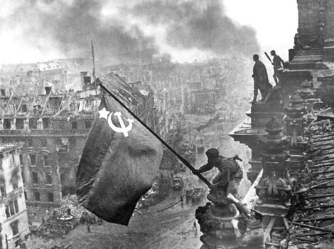 Tropas soviéticas entran en Berlín.