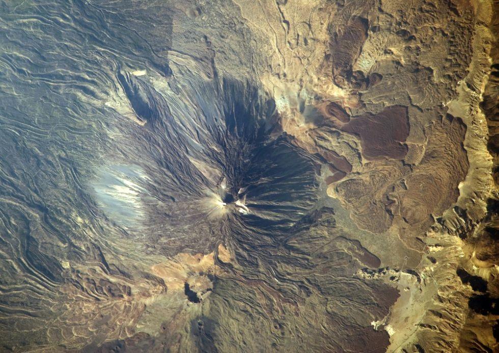 El Teide desde el aire con un aspecto lunar...