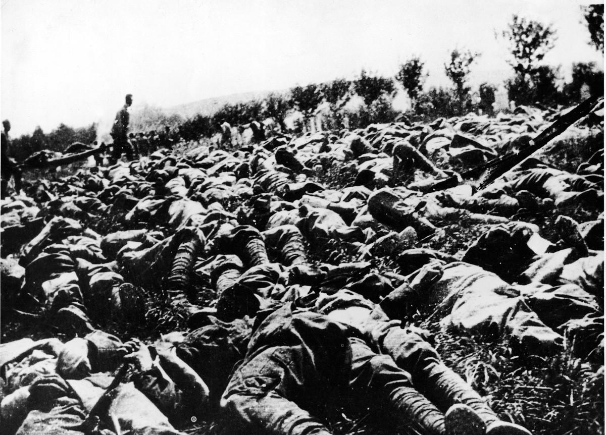 Soldados italianos muertos en el frente.