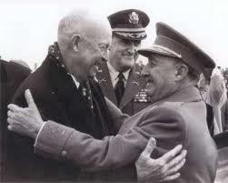 Franco y Ike Eisenhower sellan la alianza hispano-norteamericana. Se instalan las bases yanquis.1959