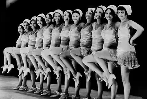 Las cabaret girls, signo de la emancipación femenina del espectáculo y la vida social.