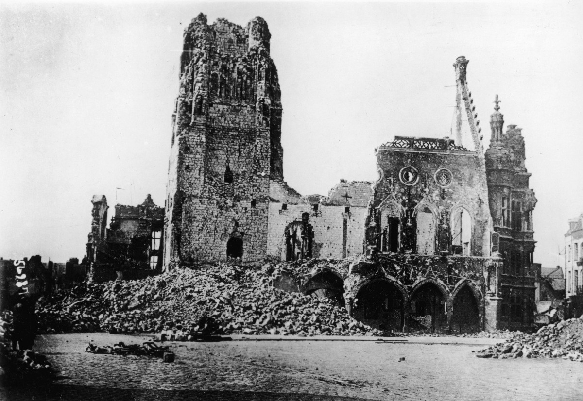 Catedral de Arras destruida...