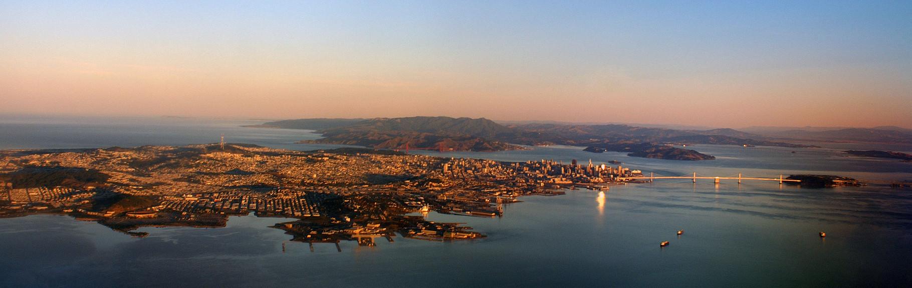 Área metropolitana de la Bahía, casi 5 millones de habitantes.