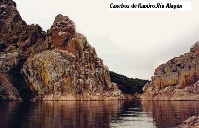 Canchos de Ramiro sobre el río Alagón.