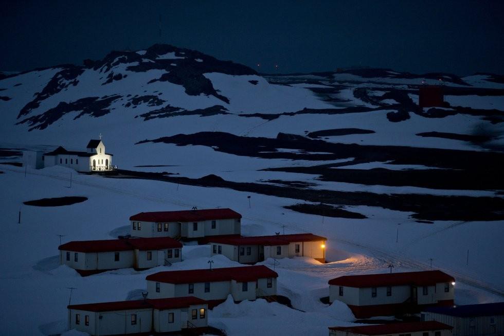"""La Antártida """"de noche..."""""""