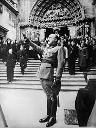 Franco a las puertas de la Catedral de Burgos en 1938.