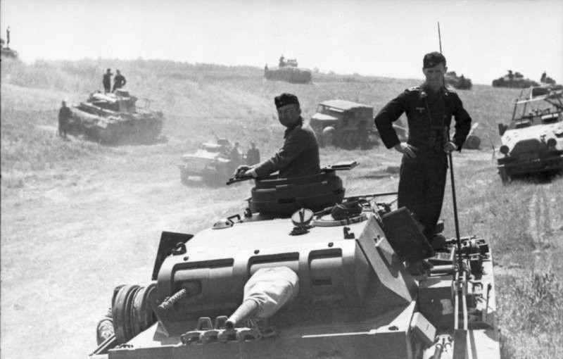 Entrada de tropas nazis en Rusia bajo la Operación Relámpago.
