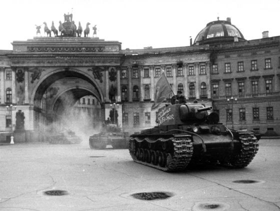 Las tropas nazis invaden San Petersburgo.