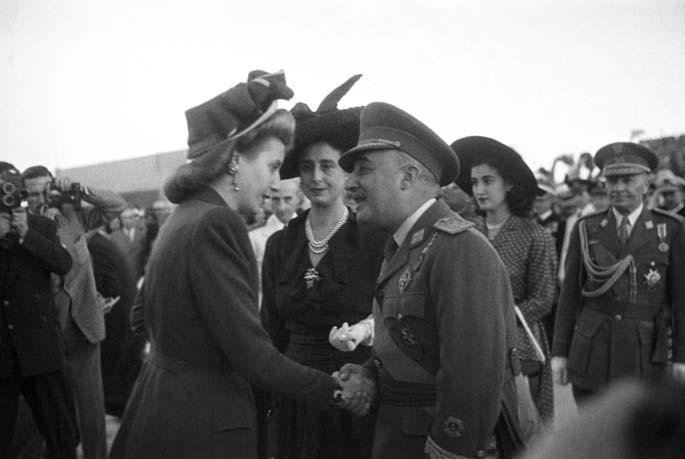 Eva Perón y su ayuda caritativa ante el bloqueo aliado.