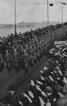 Invasión de las tropas nazis en el Rhin en 1936.