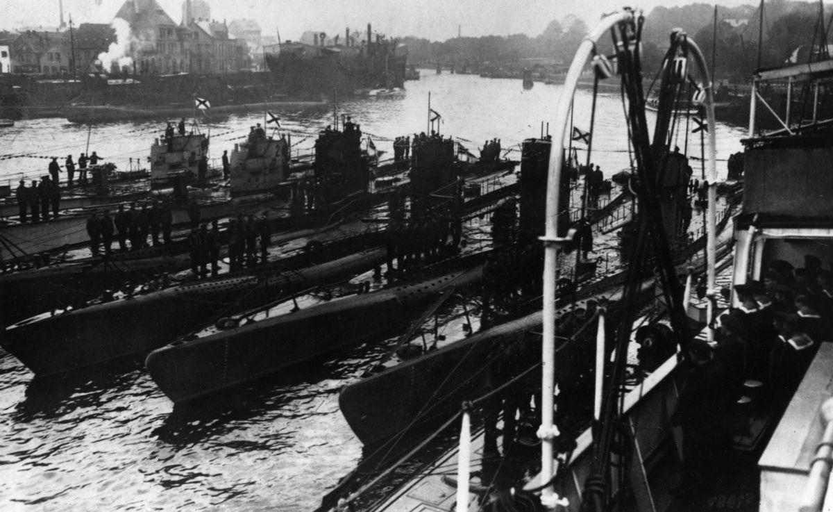 Submarinos alemanes en Kiel, puerto alemán.