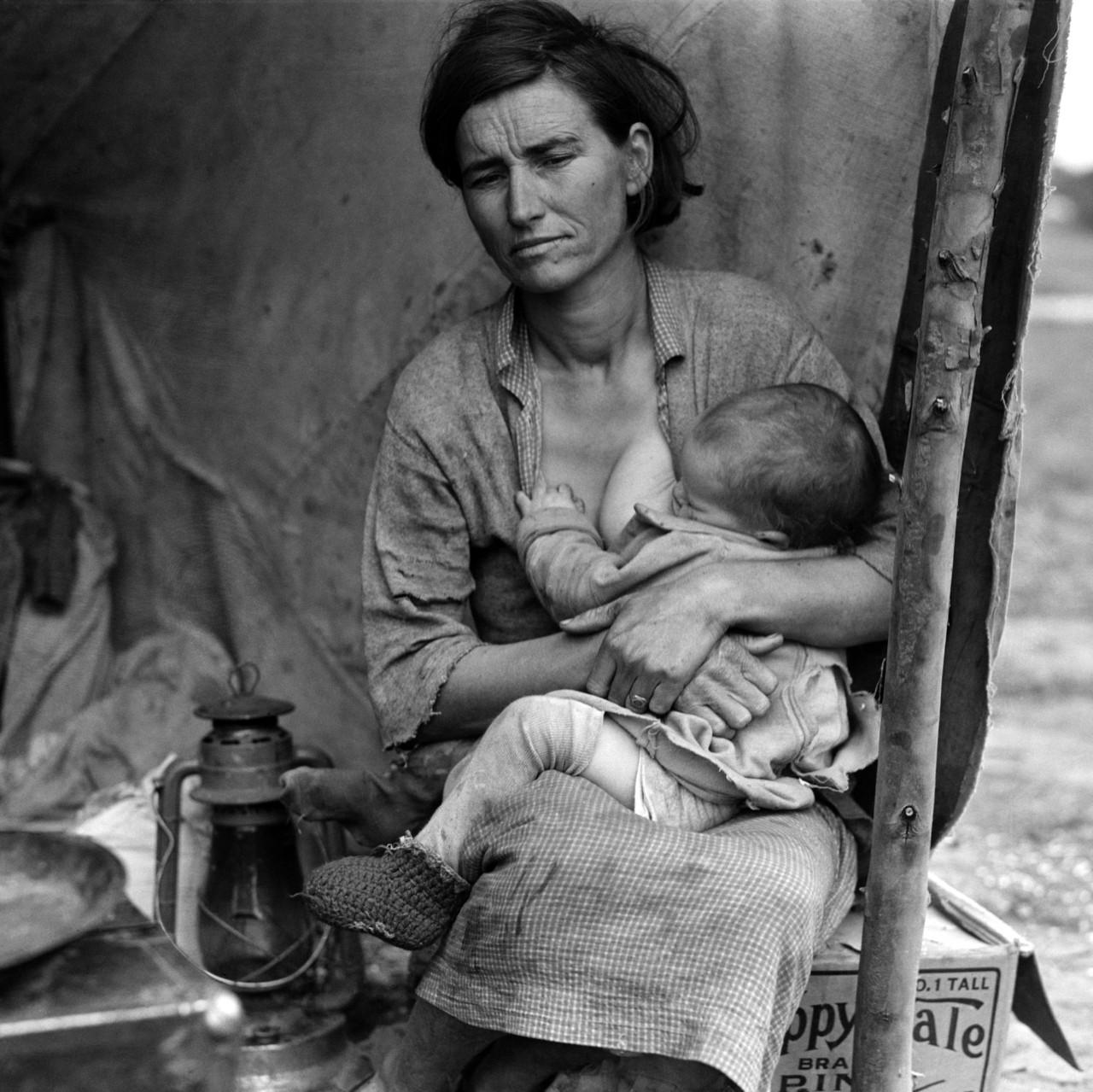 Madre emigrante a California, posiblemente la imagen del drama de la crisis americana.