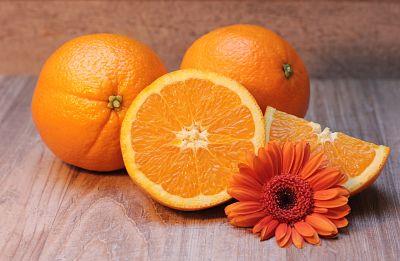 beneficios de la vitamina c en la piel, vitamina c antienvejecimiento, sueros de vitamina c, cuarenta y algo, vitamina c piel mas joven, vitamina c belleza, blog de belleza mujeres mayores de 40
