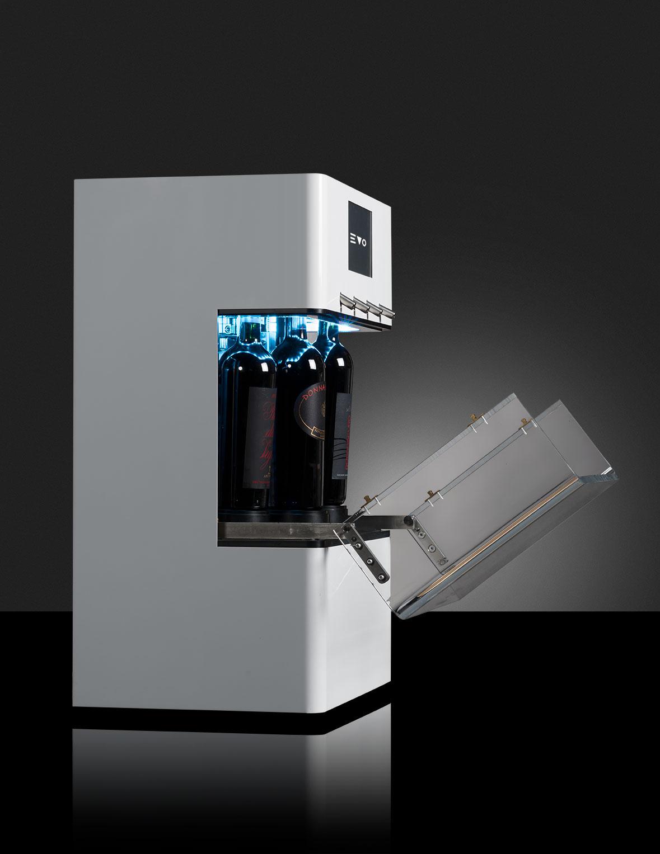 EVO enodipsenser supercompatto da 4 bottiglie, refrigerato monotemperatura  per vini sia rossi che bianchi con bombola a bordo macchina. A partire da € 64,00 al mese