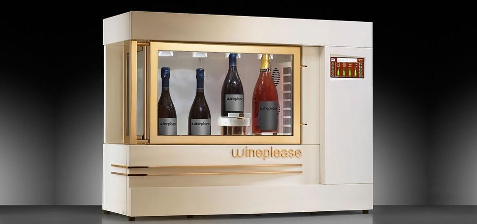 """Sparkling. Dispositivo refrigerato per preservare le bollicine di spumanti e champagne alla temperatura desiderata. """"Sparkling"""" è una vetrina di eccezione per promuovere la tua selezione di etichette importanti. A partire da € 190,00 al mese"""