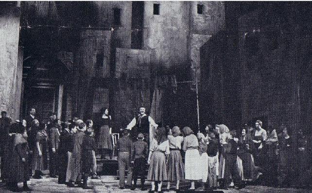 """Auftritt Schulchor-Mitglieder als Statist  im Opernhaus Duisburg  in der Oper """"der Bajazzo"""" (ca. 1966)"""