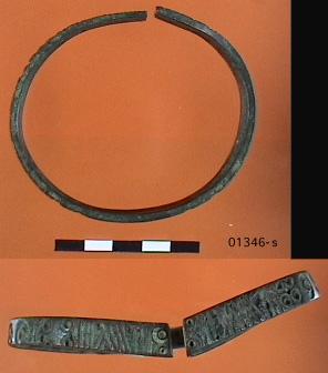 anneau de cheville en bronze, Second Age du Fer, vers 500-350 av. J.-C; / Site Zeneggen Heideneck, 01346-s (kantonales archeologisches Museum in  Sion)