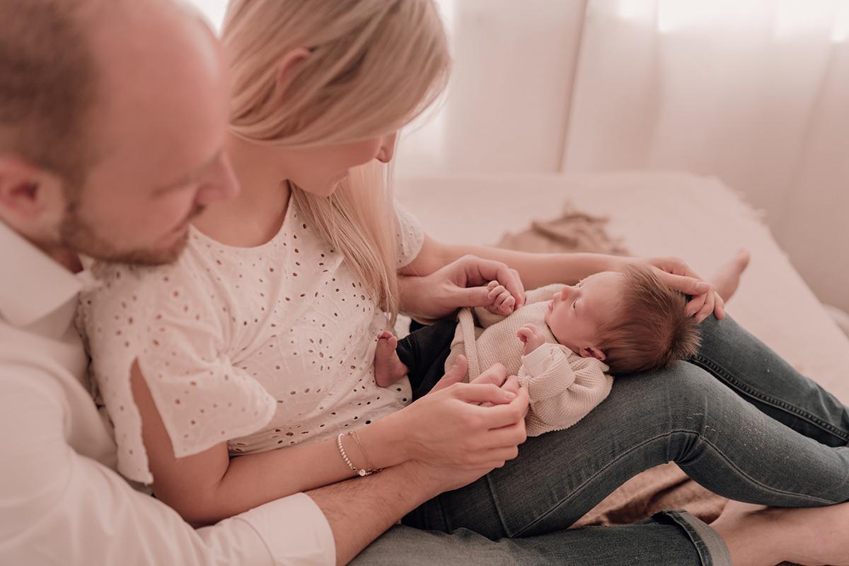 Newborn-Shooting bei Einfallslicht Fotografie in Düsseldorf