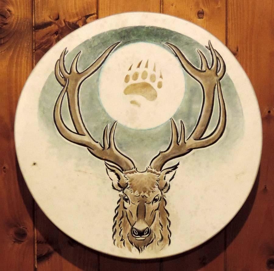 Tamburo 40 cm di diametro dipinto a mano con cervo, luna e impronta d'orso, visione frontale (ordine personalizzato)