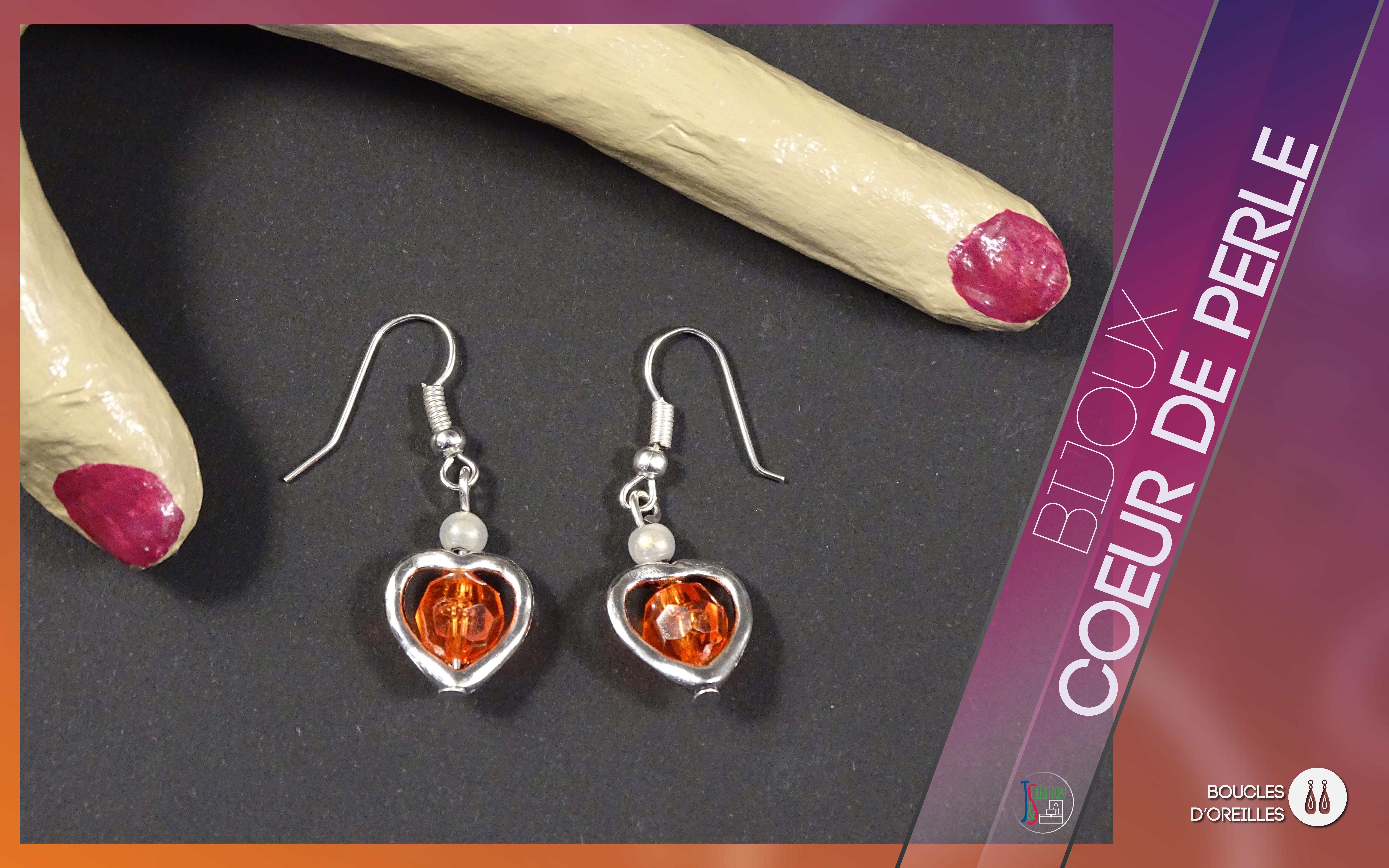 Cœur de perle Boucles d'oreilles Boucles d'oreilles en forme de cœur orné d'une perle de couleurs. A personnaliser selon vos goûts. Bijoux vendu à l'unité : 3,50€