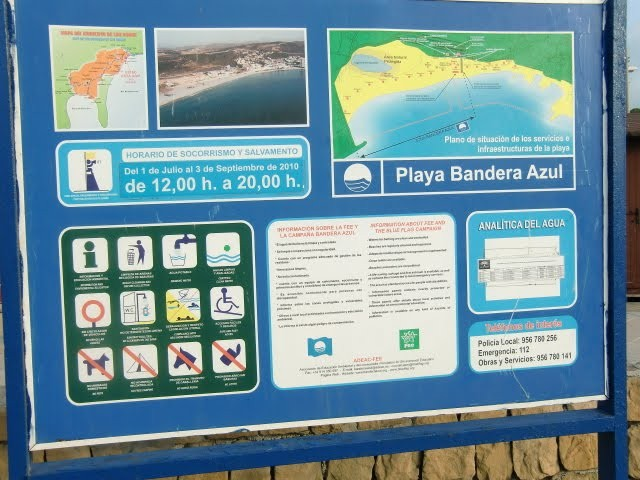 Cartel de playa con vigilancia