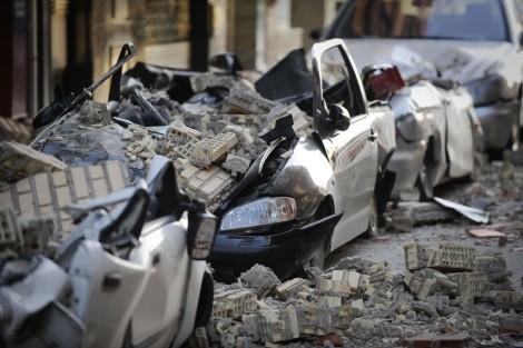 Coches aplastados en el terremoto de Lorca