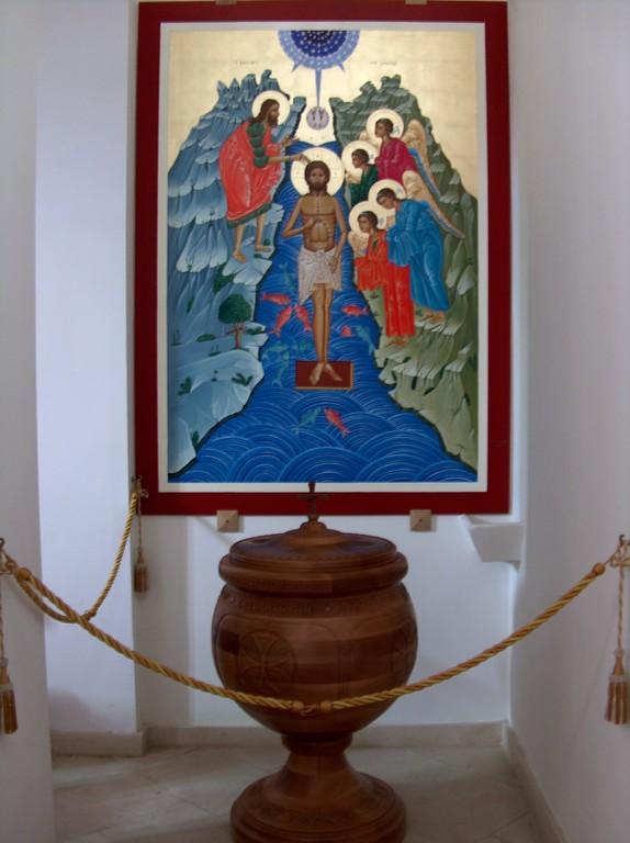 Interno chiesa uniata Madre-di-Dio di Kostantinopoli -  Icona del battesimo + Battistero - 5 Maj 2009