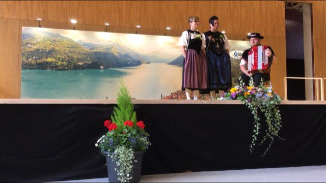 Astrid Salierno und Fabienne Erni-Lipp am Bernisch-Kantonalen in Brienz. Begleitung: Kevin Amstutz