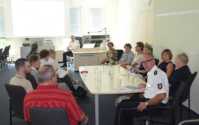 Mitglieder der Lübecker Frauen- und Sozialverbände besuchen die Polizeidirektion Lübeck.