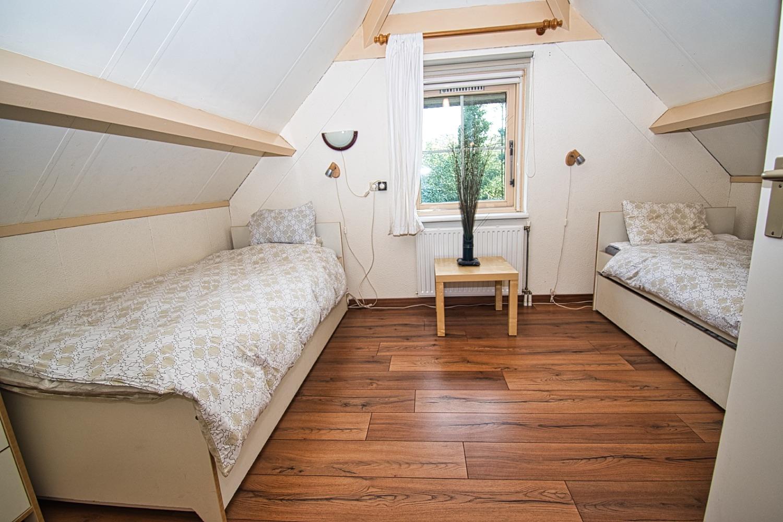 logeerkamer met laminaatvloer