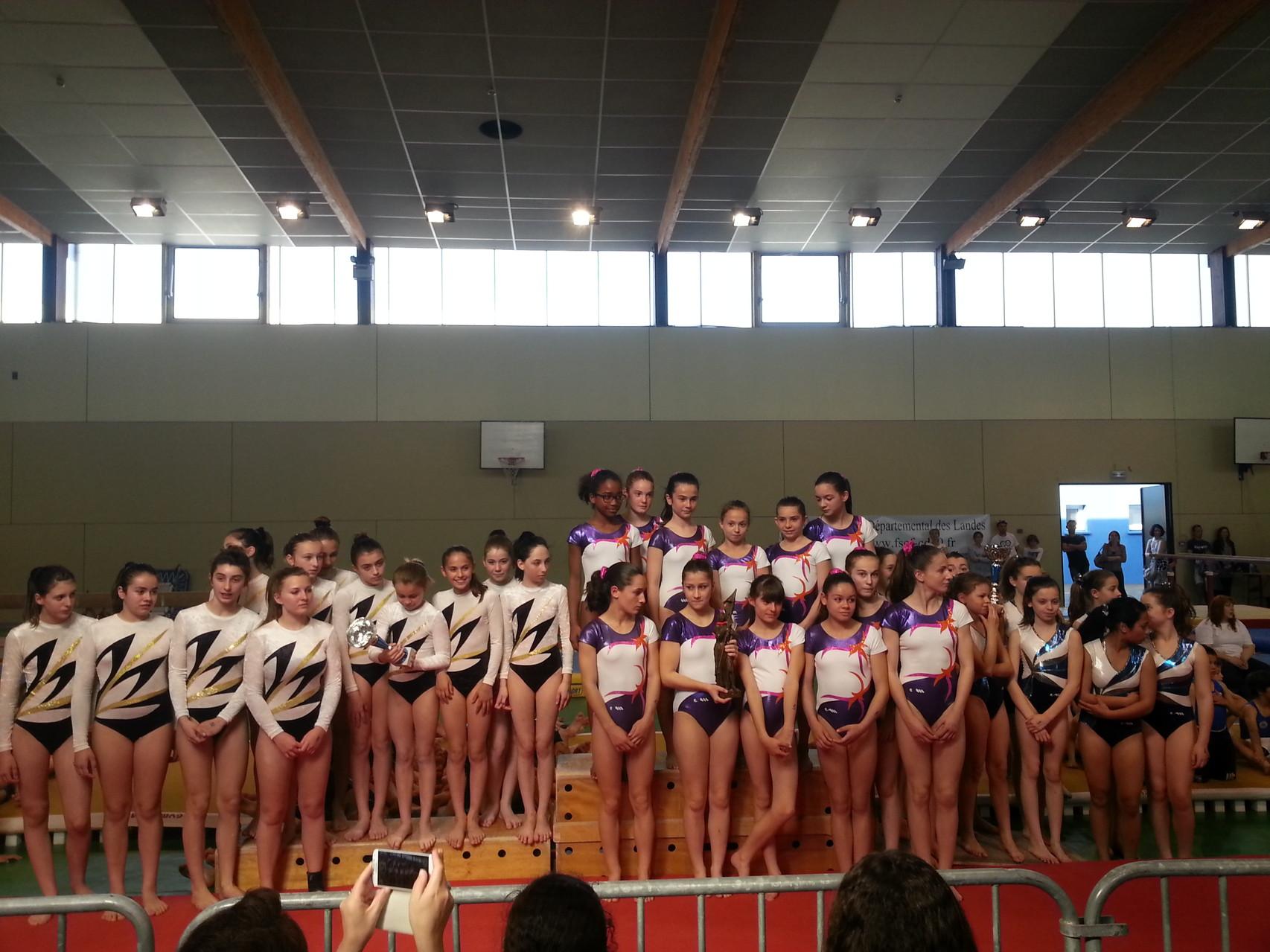 Podium Equipe Jeunesses: 1ère Violette Aturine,, 2ème Espoir Mugronnais, 3ème Jeanne d'Arc de Dax