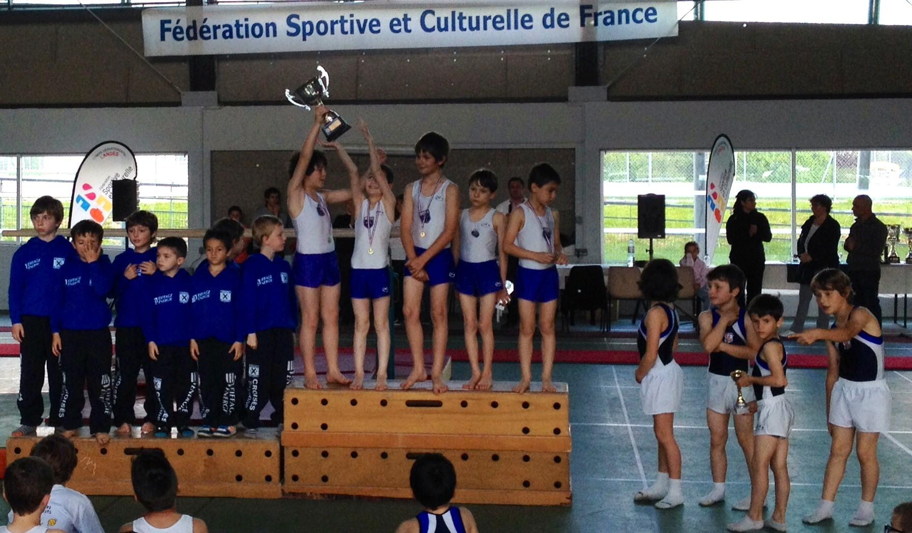 Podium Classement Général Saison Poussins:1er Jeanne d'Arc de Dax, 2ème Croisés de Bayonne, 3ème Ecureuils de Soustons