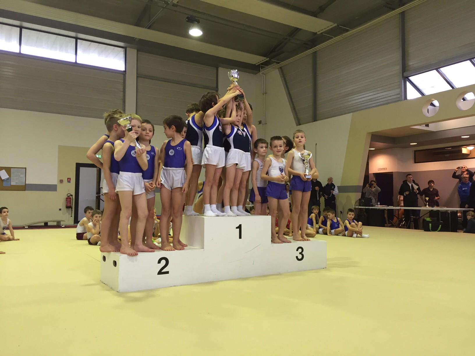 Podium Equipes Jeunes Poussins: 1er Ecureuils de Soustons, 2ème UG St Paul Lès Dax, 3ème Jeanne d'Arc de Dax