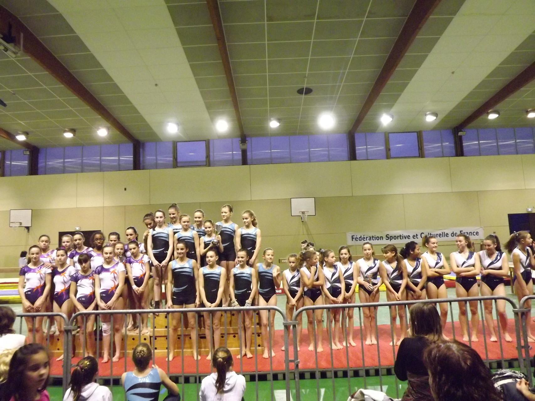 Podium équipe Jeunesses Fédéral: 1ère Envolée de Dax 2, 2ème Violette Aturine 1, 3ème Jeanne d'Arc de Dax