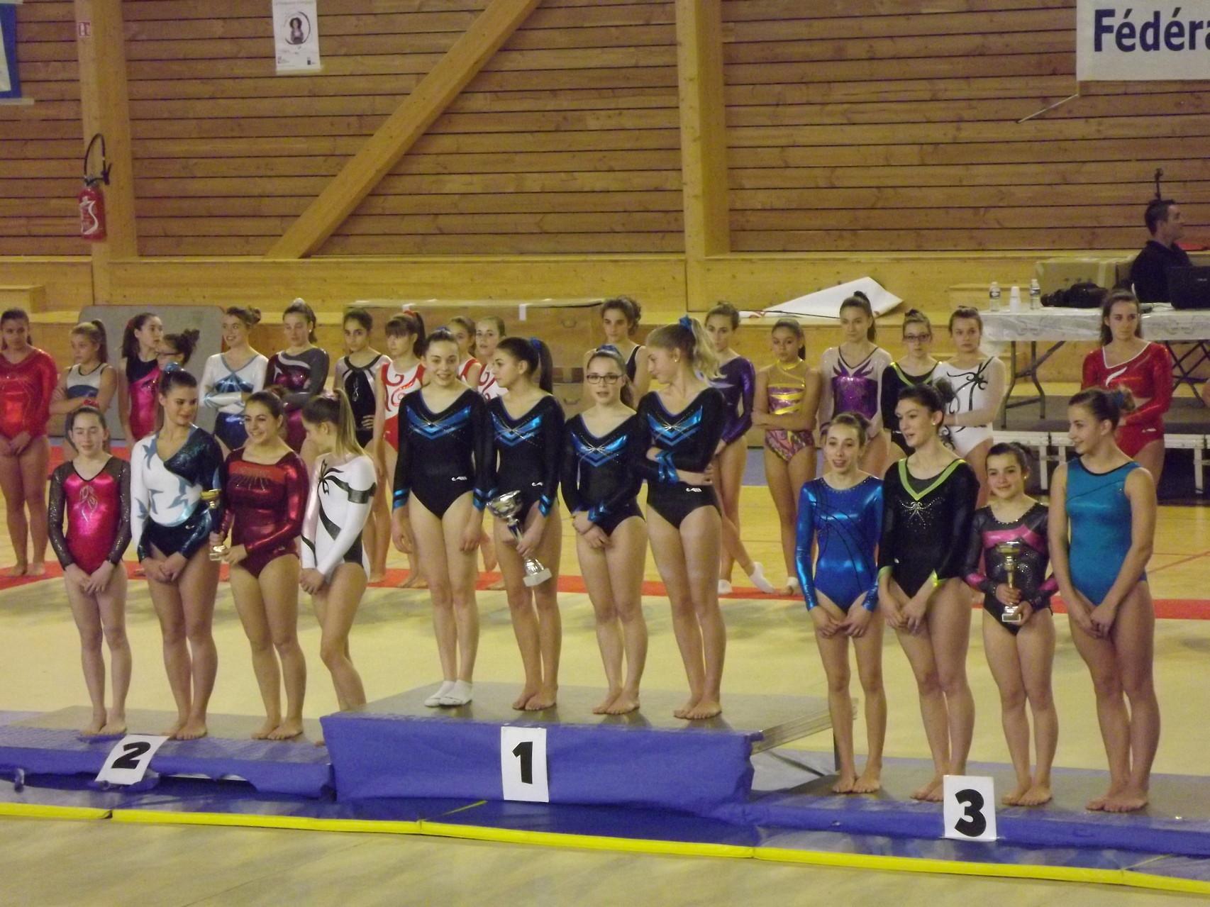 podium équipe d'associatiopn espoir: envolée 2ème