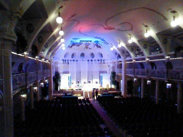 Kurhaus Meran von innen: noch ist die Bühne leer...