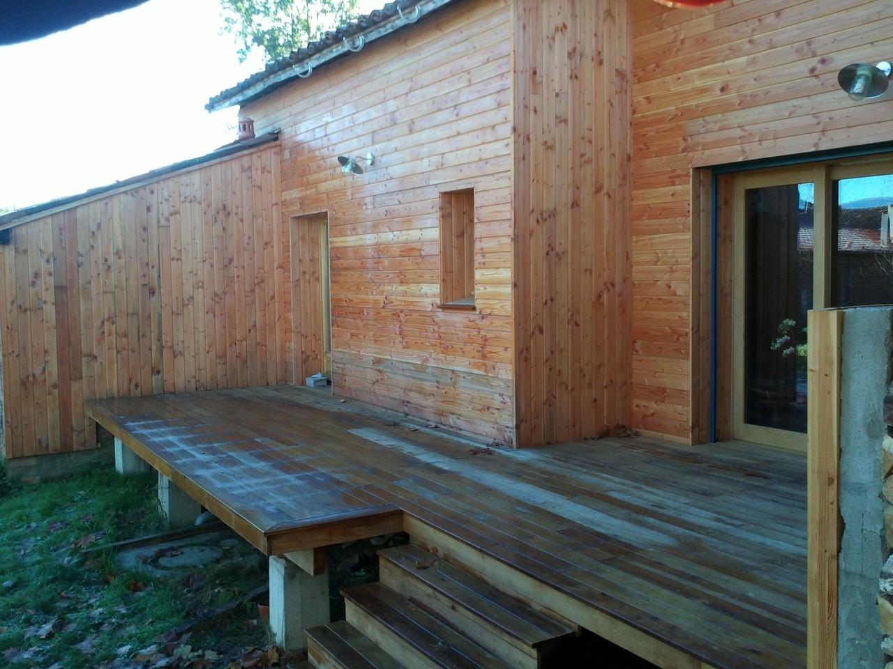 Terrasse en robinier faux accacia (feuillu local)