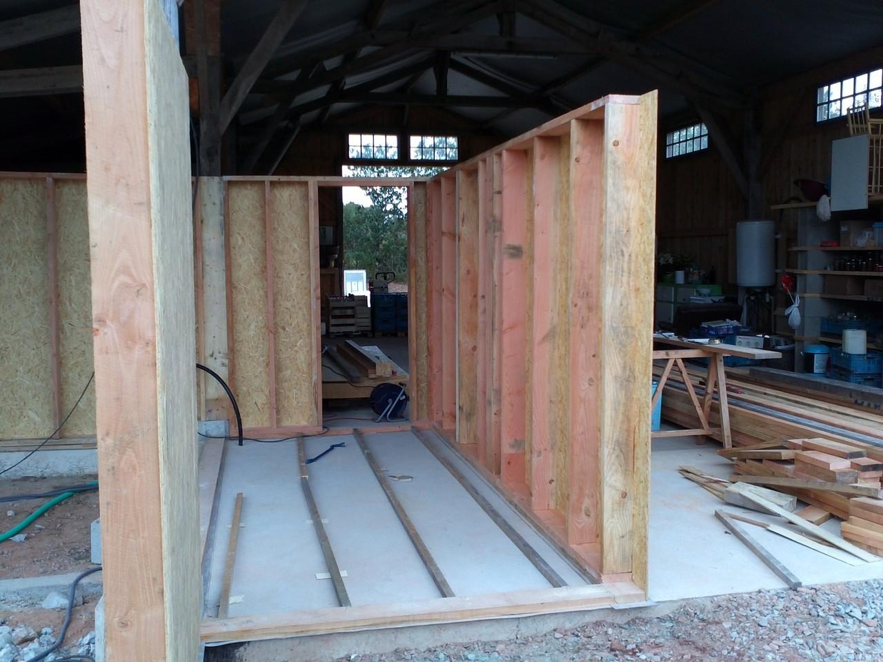 Fabrication et pose des panneaux en ossature bois