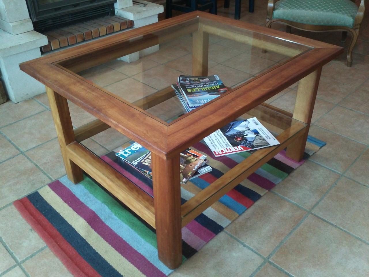 Réalisation d'une table basse en bois exotique et verre