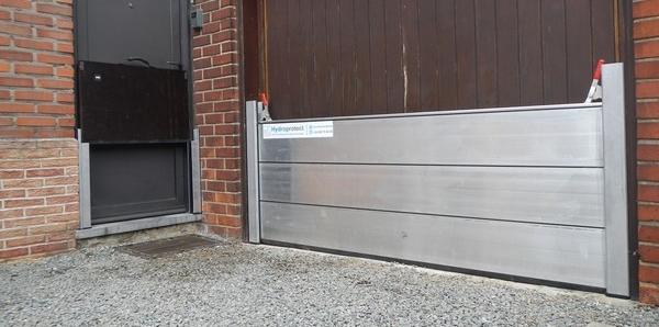 Notre panneau amovible monobloc sinstalle entre 2 glissières aluminium démontables
