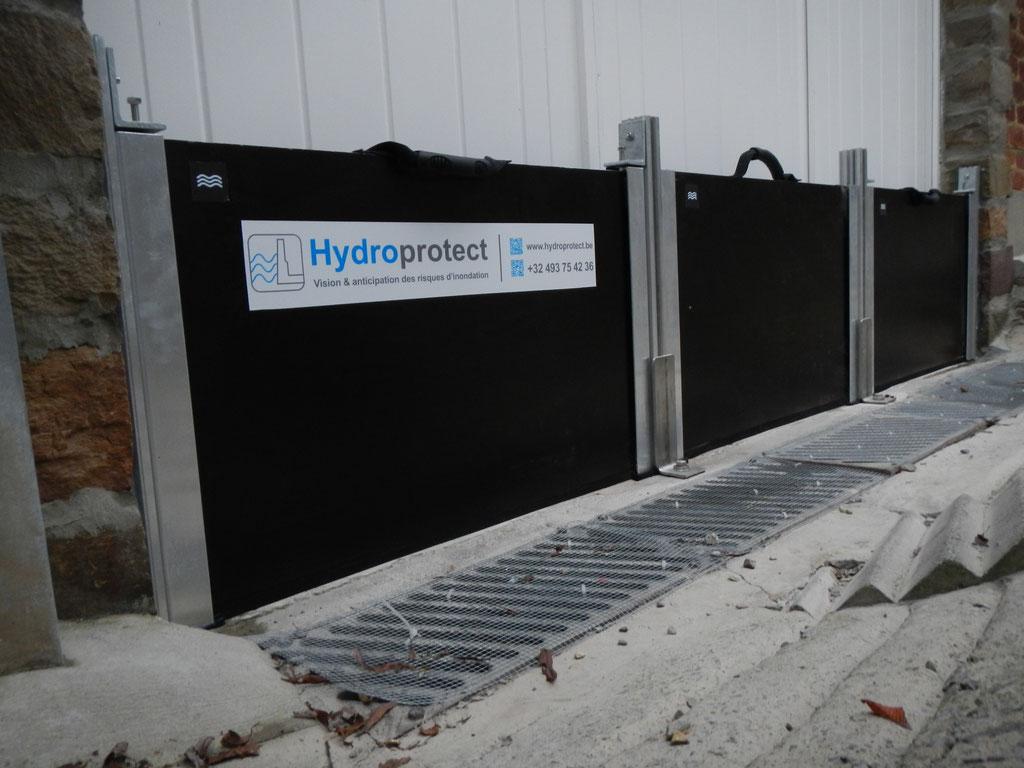 Barrière-anti-contre-inondation-garage-3 batardeaux amovibles et 2 poteaux en profilés aluminium doubles pour recevoir les batardeaux Hydrofugés.